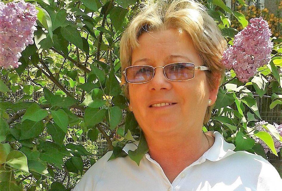 Iuliana HATHAZI – Emoții sfinte